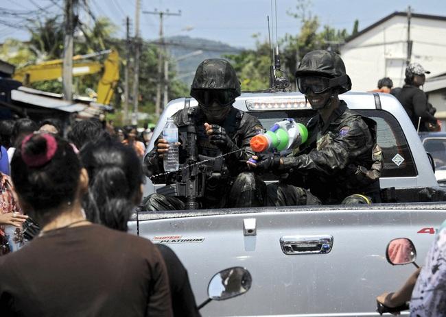 Сонгкран, полицейские