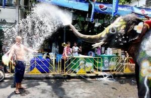 Сонгкран в Таиланде, слоны