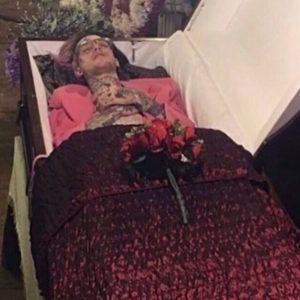 фото в гробу певца Лил Пип